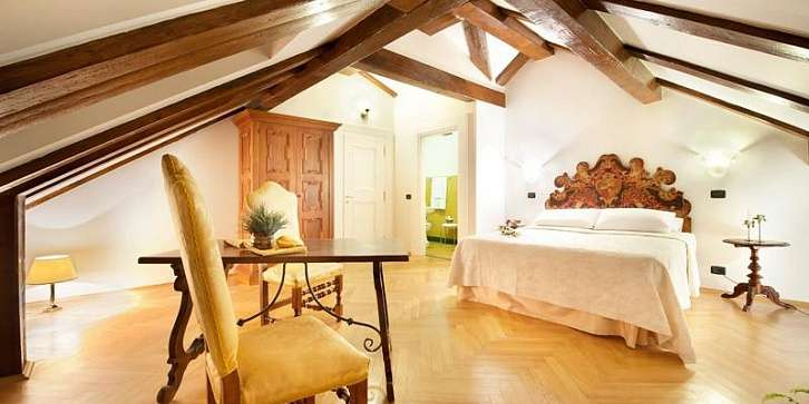 Отель Charles Bridge Palace 4*